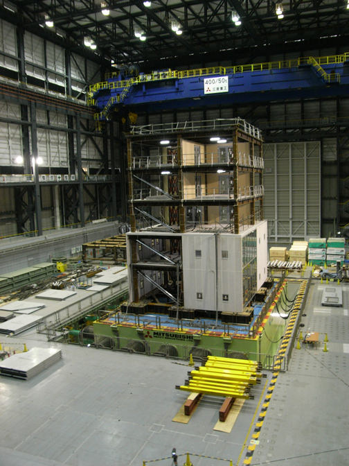 E-ディフェンス 5層建物実働試験の写真画像